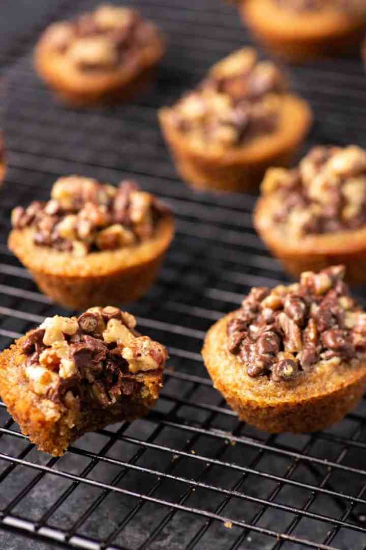 Chocolate chip tarts made without liners