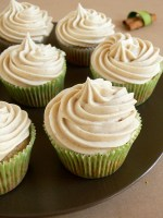 Chai Tea Maple Brown Butter Zucchini Cupcakes with Chai Cream Cheese Frosting