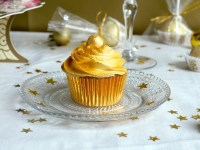 Golden White Chocolate Champagne Cupcakes