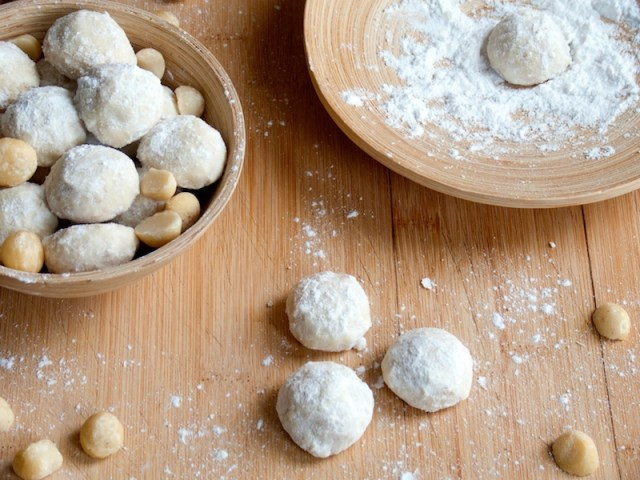 Macadamia Mexican Wedding Cookies 10