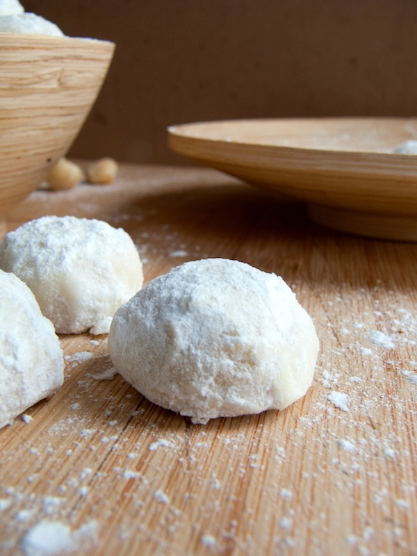 These delicious, nutty,  melt in your mouth, macadamia  wedding cookies would be perfect for Cinco de Mayo or any macadamia sweet cravings you might have !