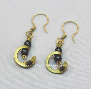 Maille Earrings with faithful replica brass maille links! Did you know that in the middle ages they used riveted and welded rings when making their maille armour (often incorrectly called 'chain mail')? Butted rings (like jump rings) were not used because they would not withstand attacks from weapons! Brass rings were commonly used as decorative trim for maille armour. They are a beautiful addition to this new Butterfly Sundries' original earring design!