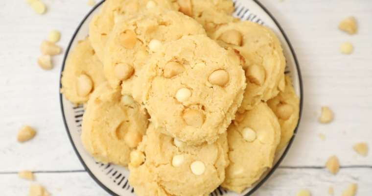 Keto White Chocolate Macadamia Nut Cookies