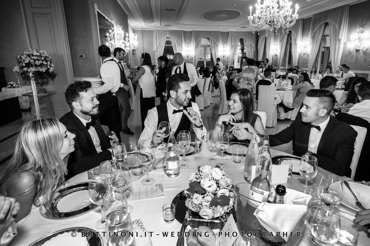 Sala da Pranzo Sposi Matrimonio Ristorante Villa Mattioli Lesmo Milano Monza Brianza Reportage senza pose © Carlo Buttinoni Fotografo