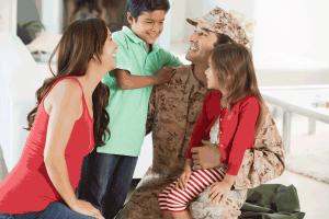 soldier-with-family_1419539