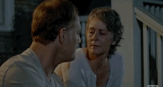 twitter-reacts-to-the-kiss-of-death-in-the-latest-episode-of-the-walking-dead-878370