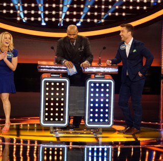 CELEBRITY FAMILY FEUD - Lance Bass vs Kellie Pickler and Ernie Hudson vs Nene Leakes - The celebrity families competing to win cash for their charities feature the families from award-winning country music recording artist Kellie Pickler; and Lance Bass, member of the multi-platinum pop boy band *NSYNC. In a separate game, family members from NeNe Leakes, star of ABC's To Tell the Truth, will compete against the family of actor Ernie Hudson. The second season premiere episode of Celebrity Family Feud airs SUNDAY, JUNE 26 (8:00-9:00 p.m. EDT), on the ABC Television Network. (ABC/Kelsey McNeal) KELLIE PICKLER, STEVE HARVEY, LANCE BASS