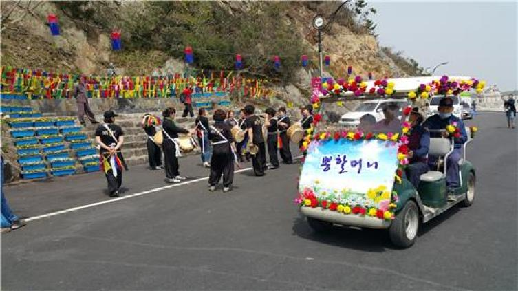 """South Korea's Moses Miracle: The """"Jindo Sea-Parting Festival,"""""""