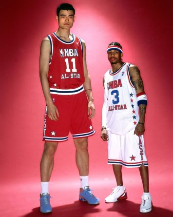 46 Pictures Of Yao Ming Next To Regular Humans Shows Just How Tall He Is |  BuzzNick