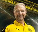 cartão de autógrafo de Wolfgang de Beer, guarda-redes treinador do Borussia Dortmund para a temporada 2016/2017
