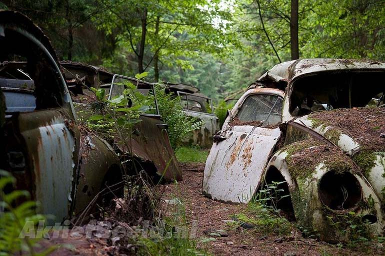 Chatillon-Car-Graveyard-02