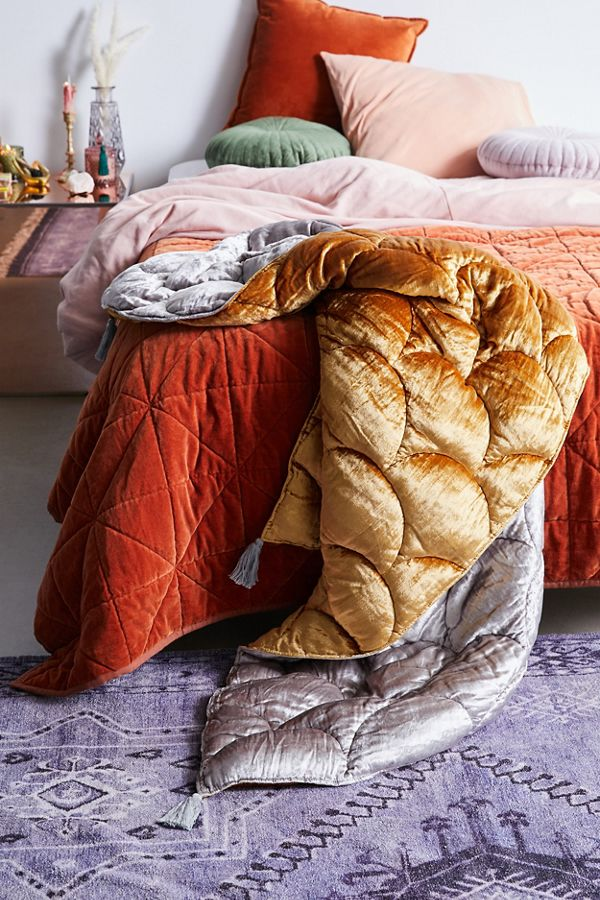 fall decor ideas - urban outfitters blankets