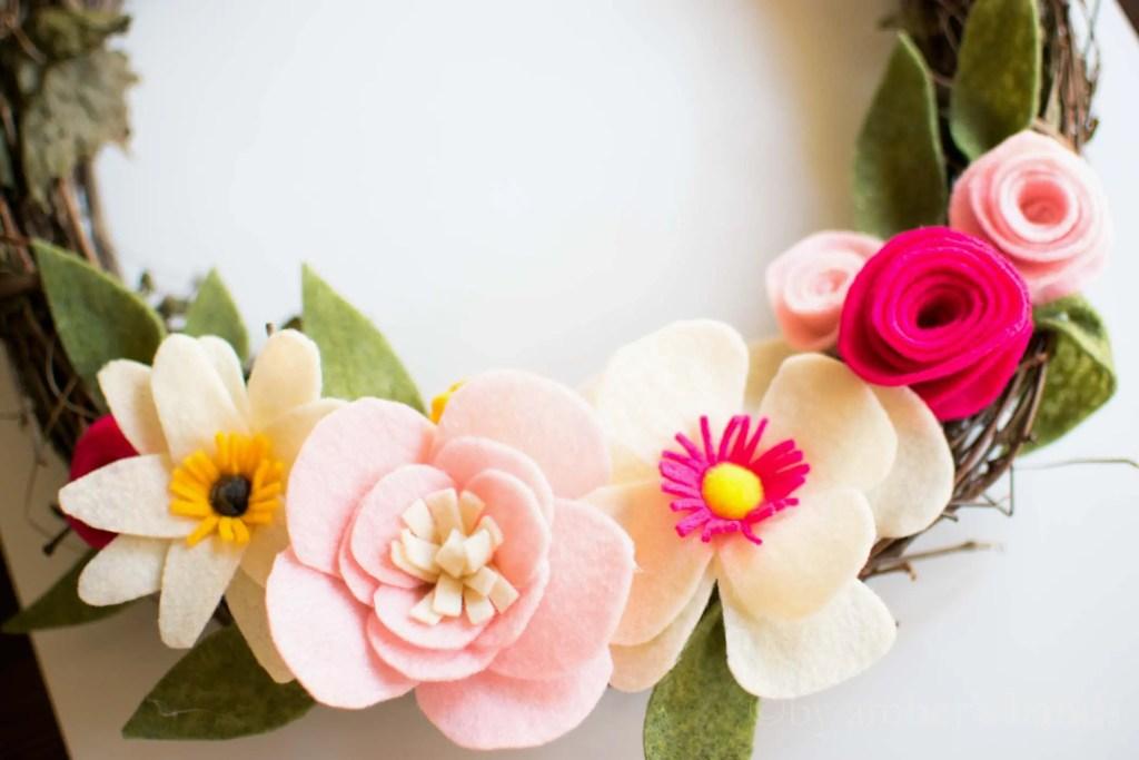 DIY Felt Flower Wreath -by amber's hands-