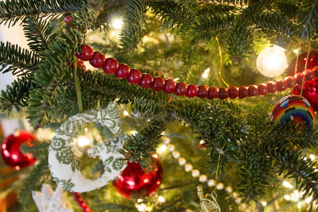 christmas-red-beads