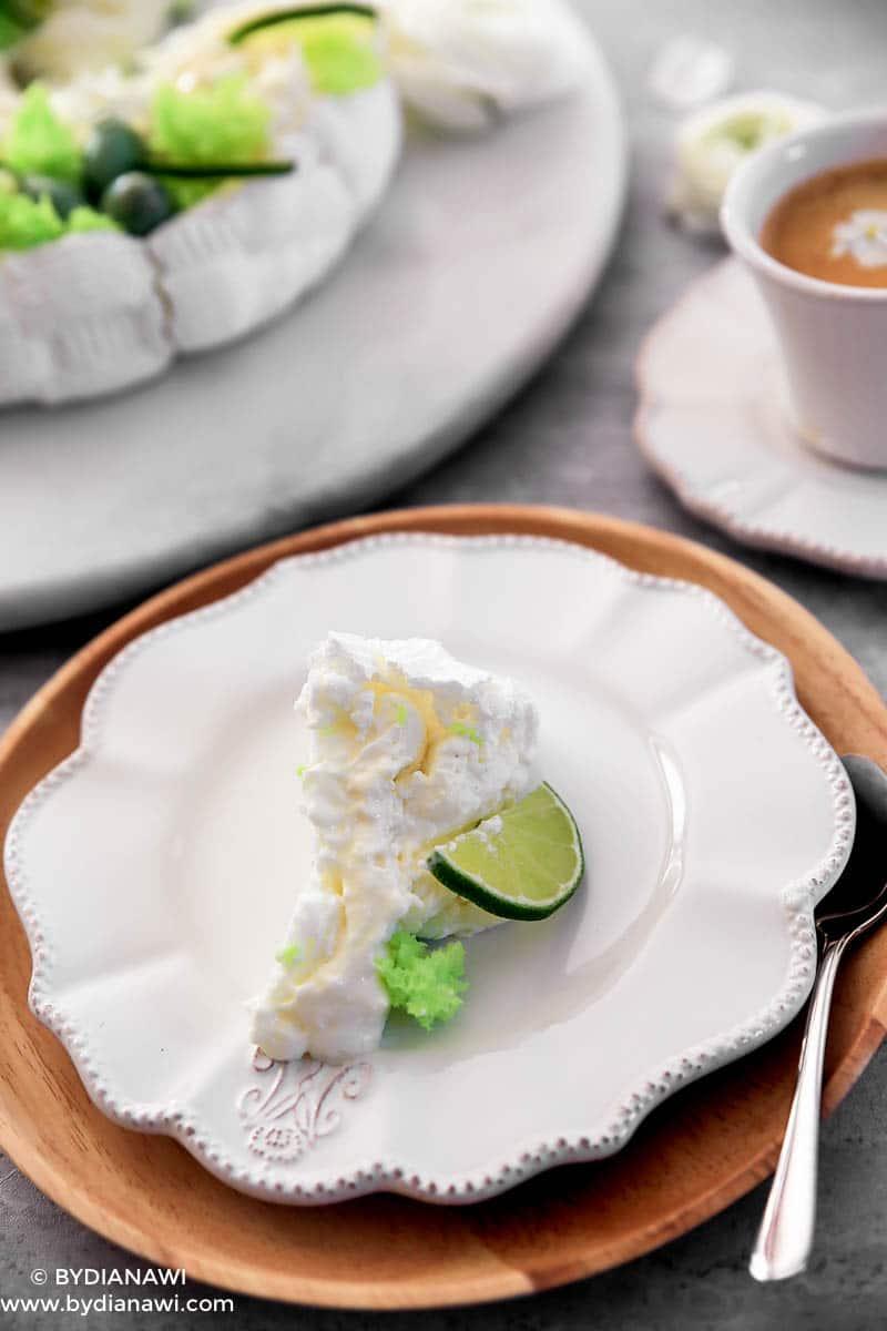 Pavlova kage til påskefrokost, marengskage med ostecreme, svampekage i mikroovn
