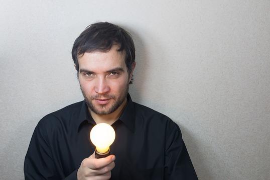 Žárovky od dodavatele energie – dárek, který vás může stát tisíce