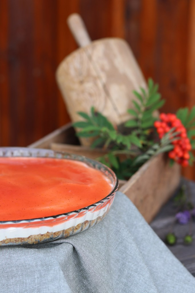 Cheesecake med rønnebær - opskrift med nordiske bær