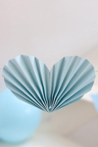 Guirlande med hjerter af papir - diy pynt til Valentinsdag, babyshower eller bryllup