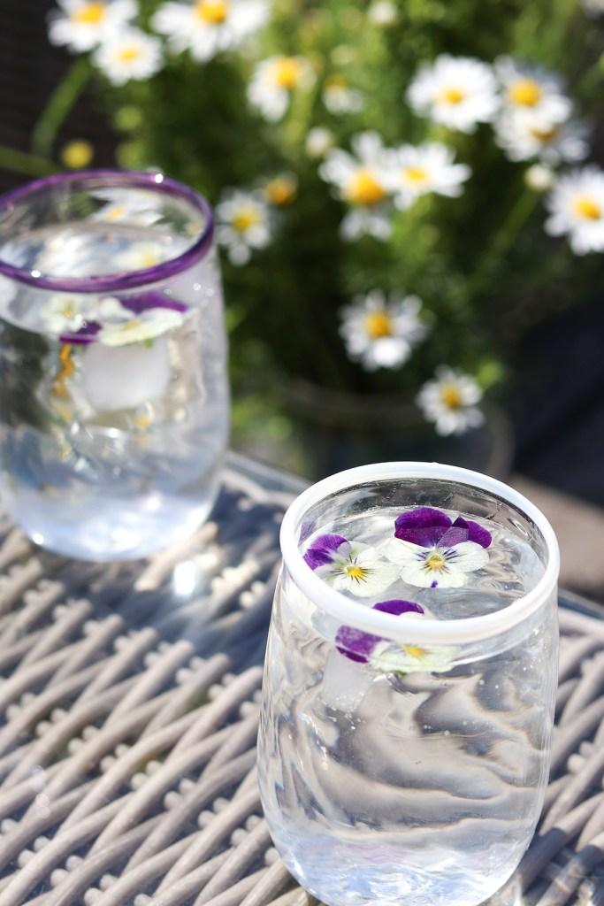 Skøn idé til Sankt Hans bordet - skab sommerstemning på glas