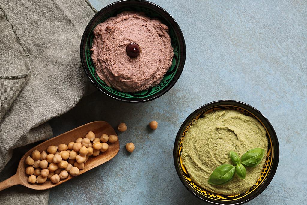 Hummus med basilikum - opskrift til et friskt og sundt mellemmåltid