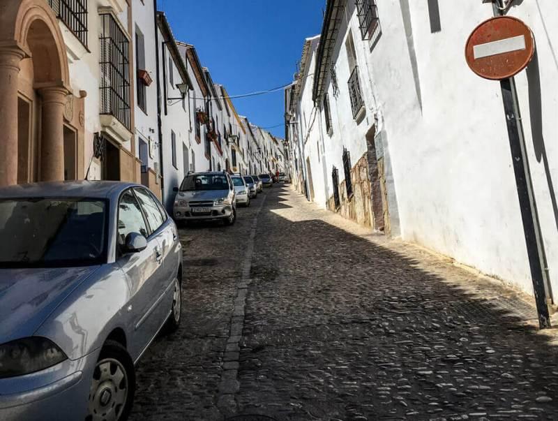 Autofahren in Andalusien - schmale Strasse