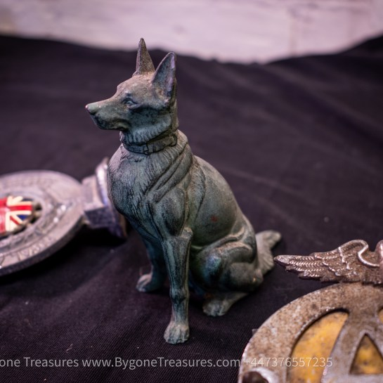 Bonnet mascot Alsatian with collar sitting to attention – Bronze