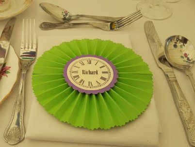 alice-mad-hatter-clock-place-card