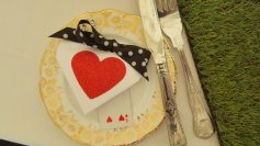 alice-queen-of-hearts-favour-box