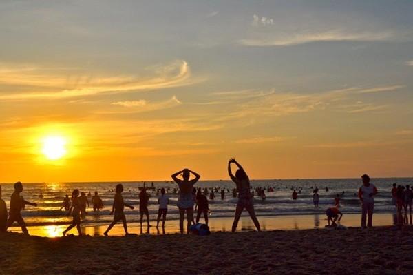 Sáng thức dậy và ngắm nhìn bình minh trên biển Đà Nẵng