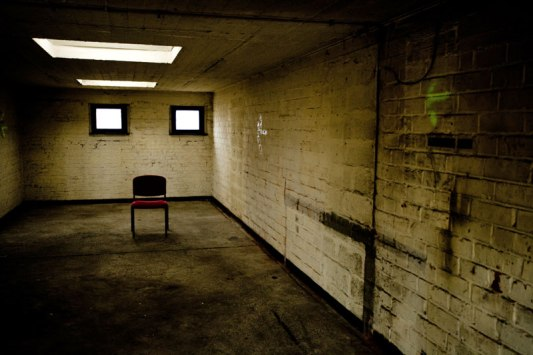 Interrogatoire-dans-un-hangar--de-La-Gorgue