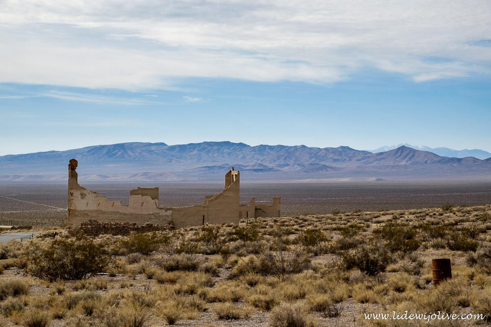 Rhyolite: ghosttown with a backdrop