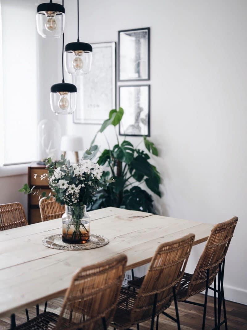 Décoration salon salle à manger table DIY bois brut pieds métal table