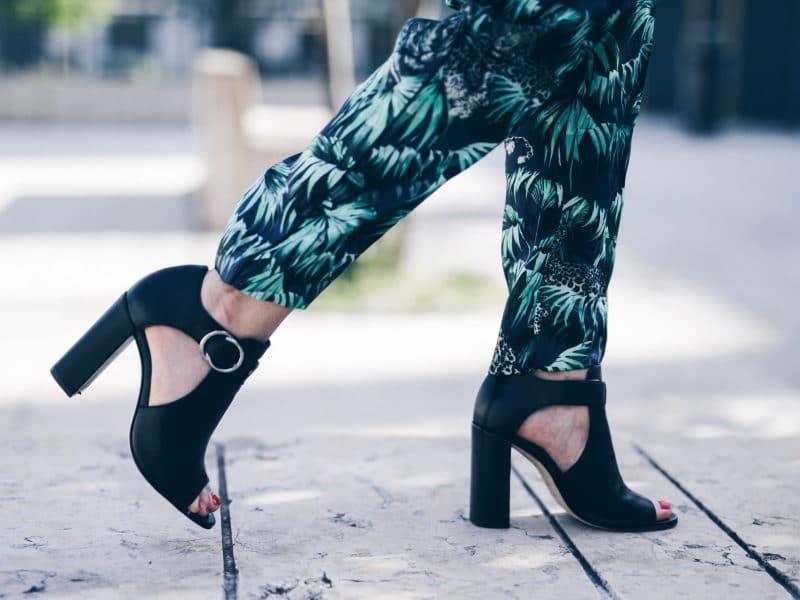 Crop top pantalon exotique tropical sac emily the Kooples sandales San Marina chaussures