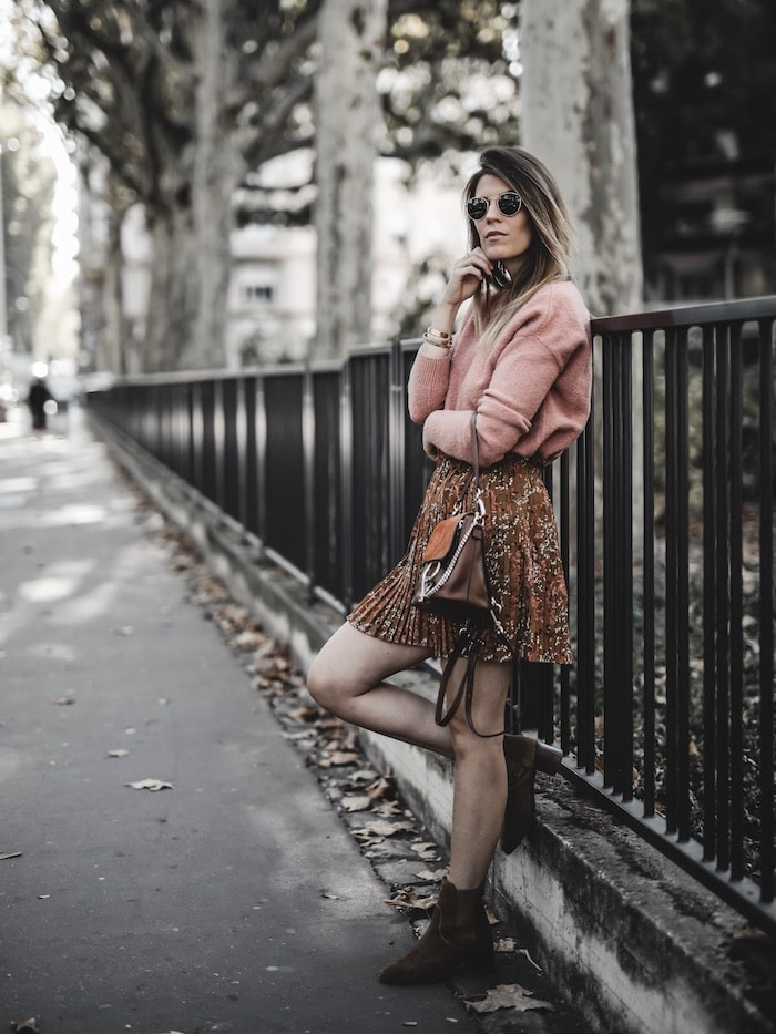 Inspiration look femme 2019 jupe plissée fleurie sac à dos Chloé faye backpack blog mode Lyon paris France By Opaline