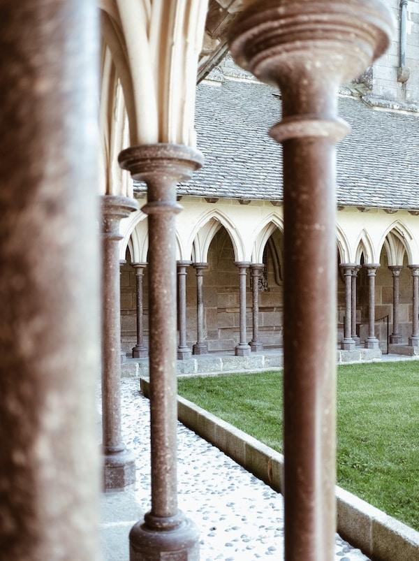Voyage Normandie cloître Abbaye Mont-Saint-Michel blog Lyon France By Opaline