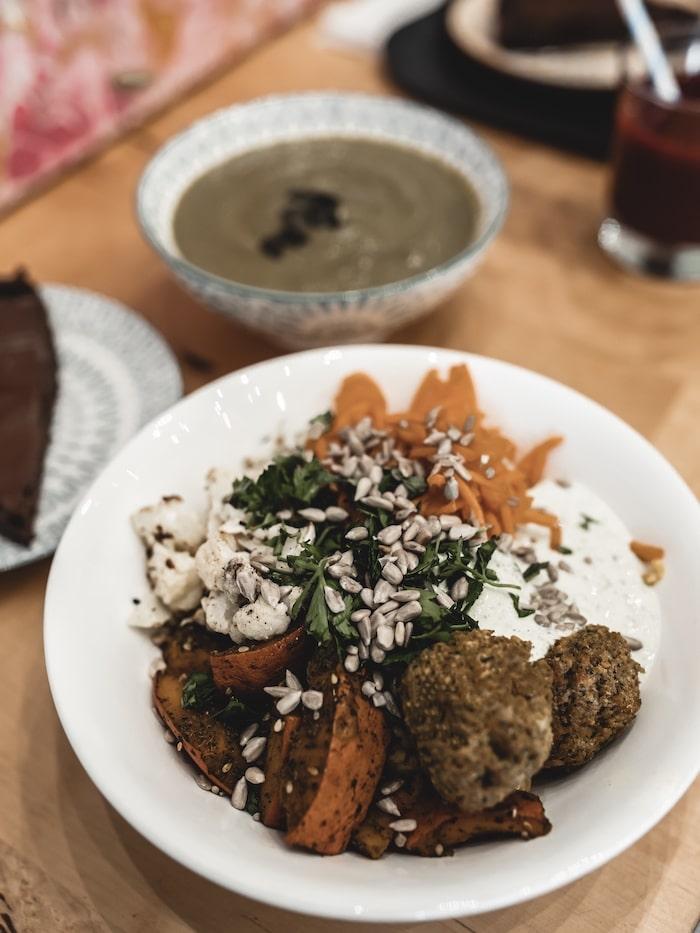 Bonne adresse restaurant vegan végétalien buddah bowl Lyon Happy Feel blog mode lifestyle By Opaline France