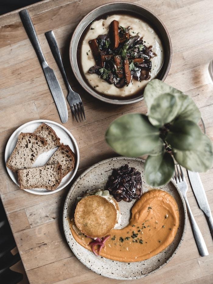 Bonne adresse restaurant vegan végétalien Les Mauvaises Herbes Lyon blog mode lifestyle By Opaline France