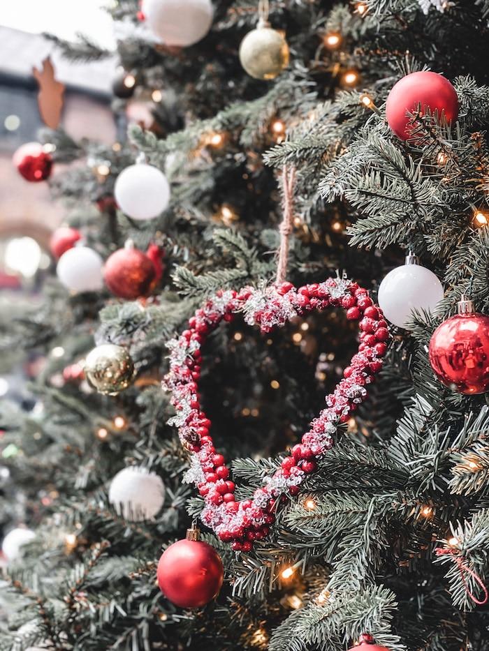 Londres noël décoration sapin cœur Camden Market