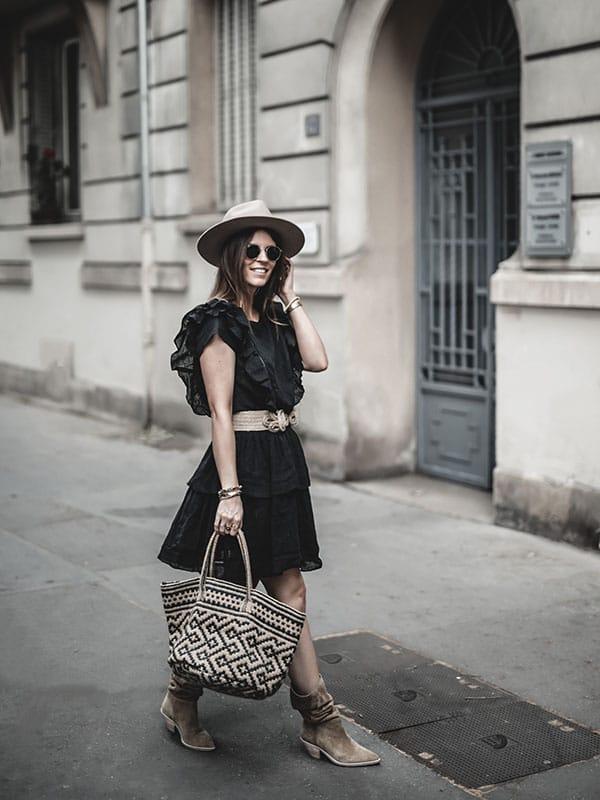 Inspiration mode look femme 2020 fashion bottes Ba&sh Cowby, robe noire volants et panier