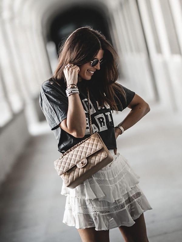 Inspiration mode look femme 2020 fashion jupe Iro zuka sac Chanel Timeless Classic beige tee-shirt Anine Bing