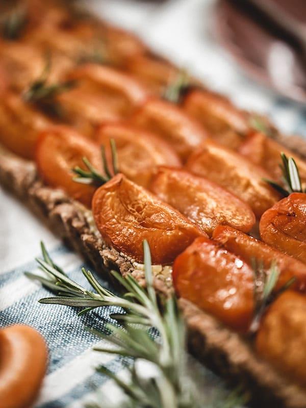 Dessert à l'abricot et au romarin