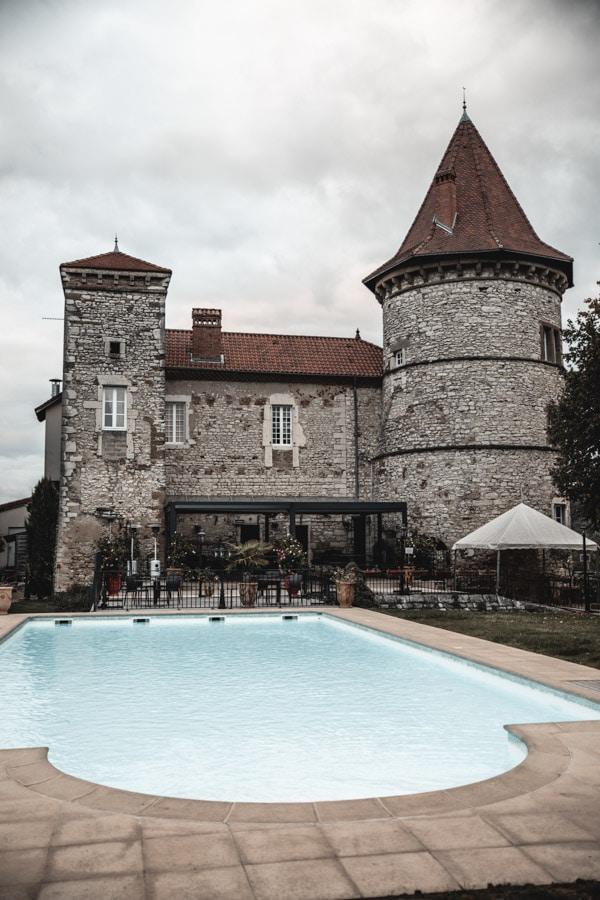 Un séjour ou un week-end au Château de Chapeau Cornu vers Lyon - La piscine extérieure chauffée