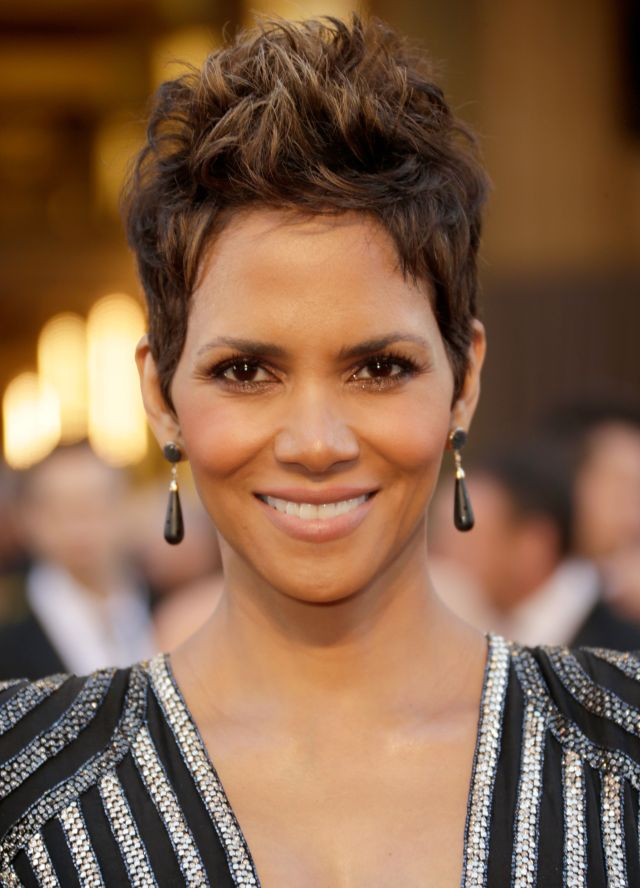 20 classic and cool short hairstyles for older women