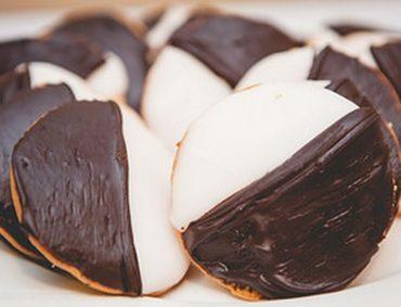 Mint Milk Half Moon Cookies