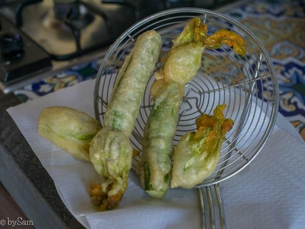 Gefrituurde courgettebloemen zelf maken frituren