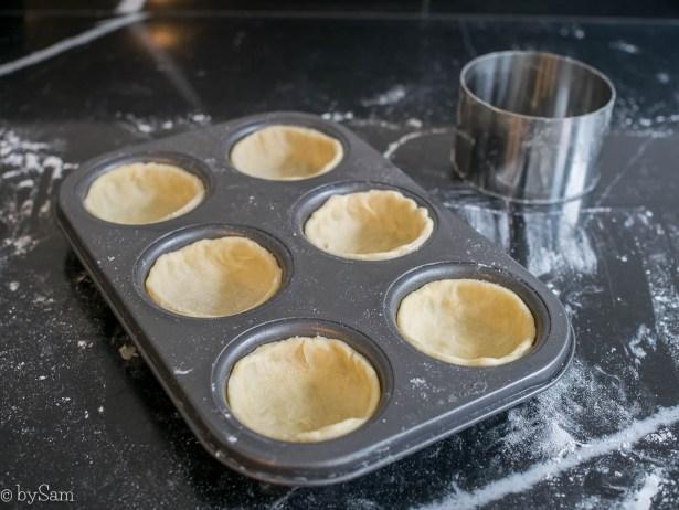 Mini taartjes met cheddar ui en tomaat recept