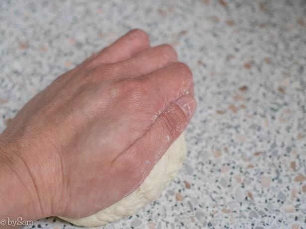 dumplingsdeeg maken kneden