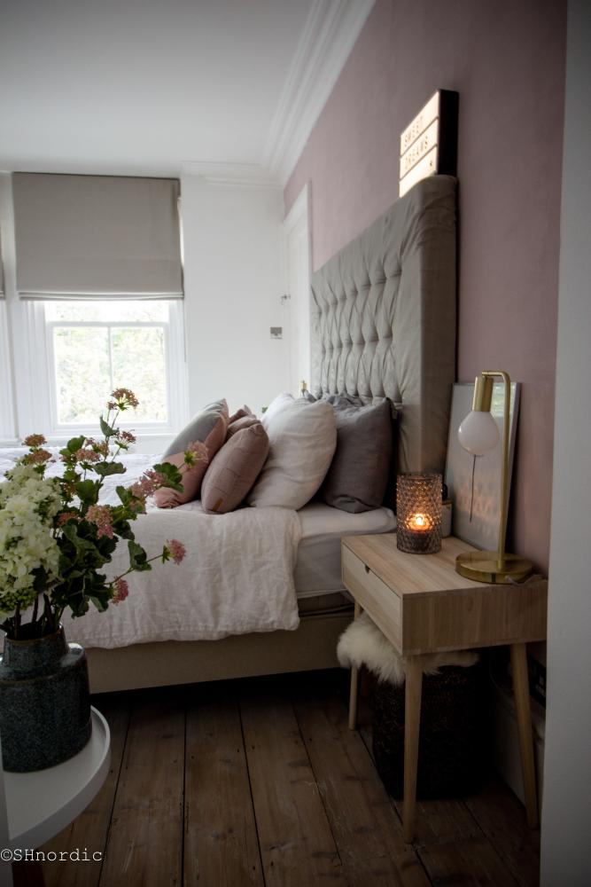 pink, gold and grey bedroom