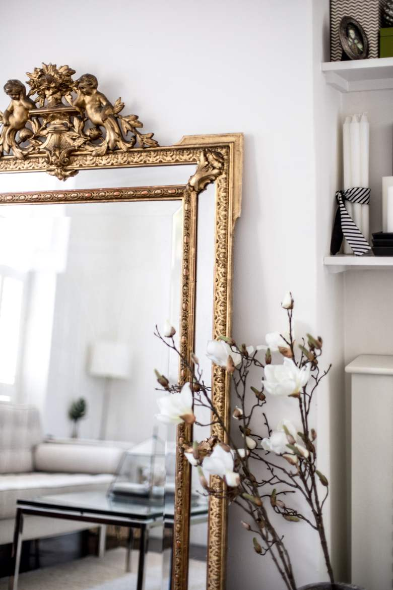 Very detailed vintage golden mirror