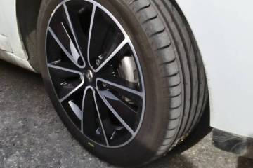 Renault fälg, Nokian Hakka Black däck